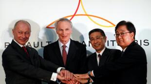 Jean-Dominique Senard, le président de Renault, Thierry Bolloré, le directeur général de Renault, Hiroto Saikawa, le patron exécutif de Nissan, et Osamu Masuko, le PDG de Mitsubishi à Yokohama, au Japon, le 12 janvier 2019.