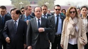 François Hollande et Valérie Trierweiller visitent la Cité interdite, le 26 avril 2013.
