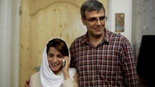 Image d'archive: Reza Khandan et son épouse, Nasrin Sotoudeh, la célèbre avocate militante des droits de l'homme à leur domicile à Téhéran en 2013.