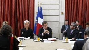 Le président français Nicolas Sarkozy (c) lors d'une réunion avec les directeurs des industries de la santé, au Palais de l'Elysée à Paris, le 26 octobre 2009.