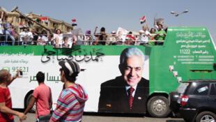 Défilé d'un bus aux couleurs du candidat nassérien socialiste Hamdeen Sabbahi dans les rues du Caire le 18 mai 2012.