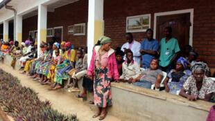 Des patientes attendent d'être reçues par le Dr Mukwege à l'hôpital Panzi de Bukavu, à l'est de la RDC, le 5 octobre 2018.