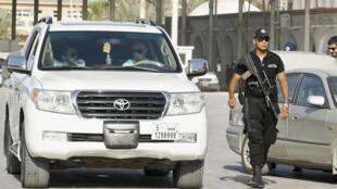 Un policier surveille la frontière de Ras Jedir, le 2 août 2014.