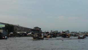 Chợ nổi trên sông Cửu Long ở Cần Thơ. Ảnh minh họa.