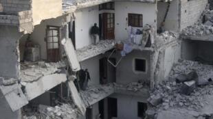 Prédios da cidade síria de Aleppo destruídos em combates com as forças do regime, 19 de janeiro de 2014.