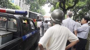 Cảnh sát Hà Nội bắt giữ người biểu tình phản đối TQ ngày 21/08/11