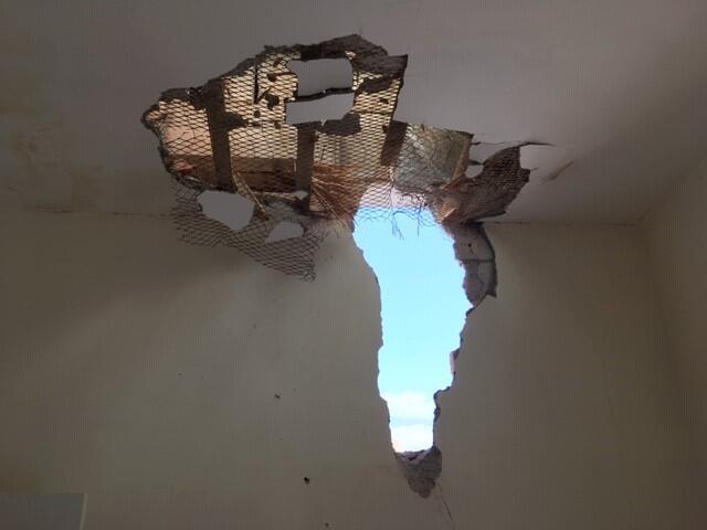 Une roquette tirée de la bande de Gaza a touché la maison d'un habitant de Sderot, endommageant le toit et le mur d'une des chambres.