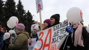 Manifestation des habitants de Volokolamsk pour demander la fermeture de l'immense déchetterie.