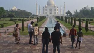 Après six mois de fermeture, le Taj Mahal peut désormais accueillir 5000 visiteurs par jour.