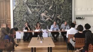 Historiadores, sociólogos, antropólogos, filósofos e políticos participaram do debate sobre a questão de gênero no Brasil.