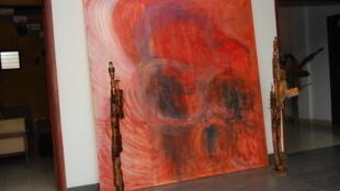 « Passions et Douleurs »  œuvre de Sica Christelle Yaovi - Les sculptures sont de Ben Deguenon
