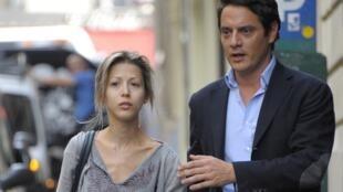Tristane Banon e seu advogado David Koubbi, em Paris.