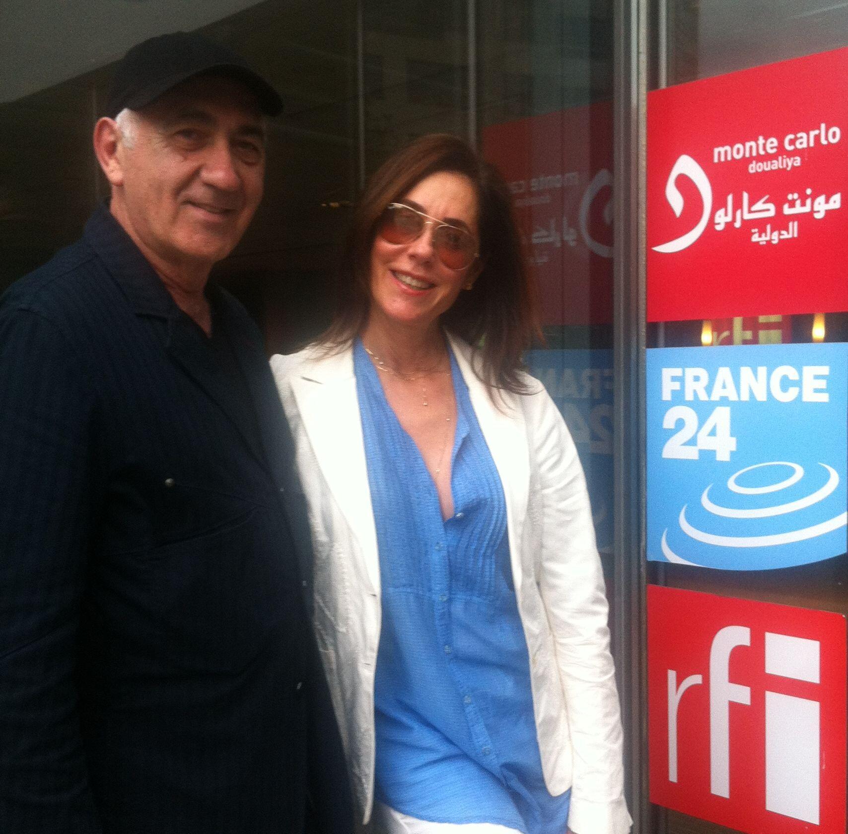 O diretor teatral José Possi Neto e a atriz Christiane Torloni visitam a Rádio França Internacional, em Paris.
