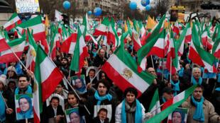 هواداران و اعضای شورای ملی مقاومت ایران که هسته اصلی آن را سازمان مجاهدین خلق تشکیل می دهد، روز جمعه ۹ فوریه / ۱۹ بهمن در پاریس راهپیمایی کردند.
