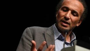 Especialista em estudos do islã, Tariq Ramadan é acusado de agressões sexuais por pelos quatro mulheres.