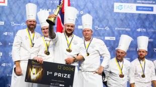 Победитель европейского раунда Золотого Бокюза — команда Норвегии во главе с шефом ресторана Studio CAP Кристианом Андре Петтерсеном. Таллинн, октябрь 2020 г.