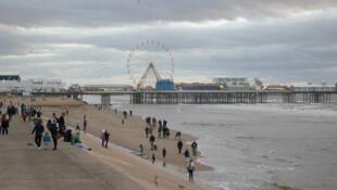 Malgré le décors de carte-postale qu'offre Blackpool, le désespoir ronge une partie des habitants de la ville, de plus en plus désertée.
