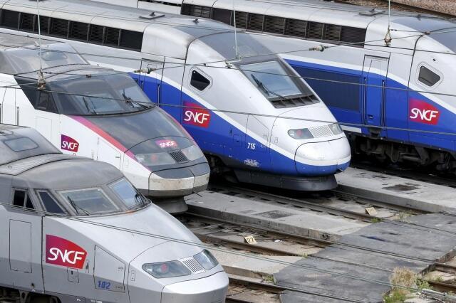 Trens de alta velocidade estacionados. No domingo, milhares de passageiros ficaram presos durante horas após uma pane do sistema ferroviário na França.