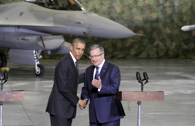 Le président Obama est accueilli à son arrivée en Pologne par son homologue Bronislaw Komorowski, le 3 juin 2014.