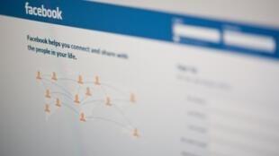 Governo francês quer instituir maior controle dos pais de adolescentes nas redes sociais.