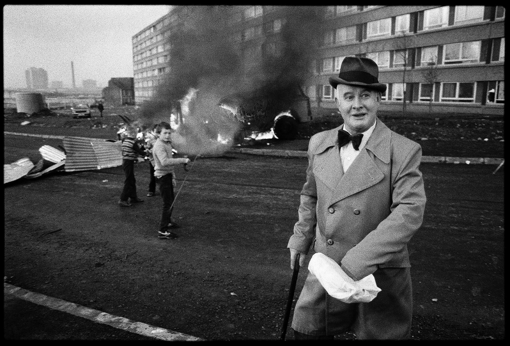 Belfast, 7 de maio de 1981. Revoltas nos bairros católicos após a morte de Bobby Sands.