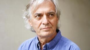 Photographie portrait de l'écrivain Jean-Paul Dubois