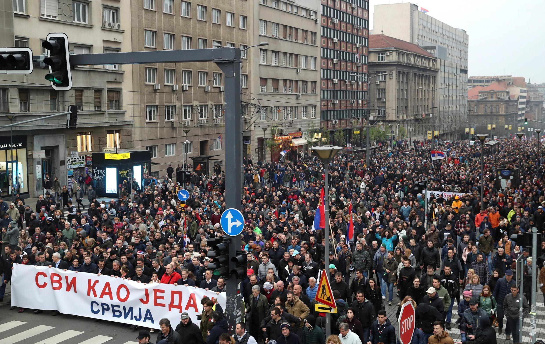 Hàng chục ngàn người Serbia đã xuống đường tuần hành ngày 13/04/2019 ở trung tâm thủ đô Serbia để phản đối tổng thống Vucic và chính phủ.