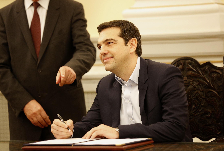 Alexis Tsipras, lãnh đạo đảng chống khắc khổ Syriza, nhận quyết định bổ nhiệm làm Thủ tướng, ngày 26/01/2015, tại phủ Tổng thống Hy Lạp.