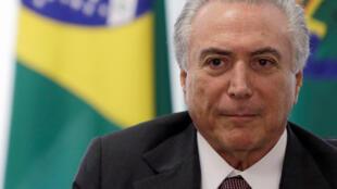 Le président brésilien par intérim Michel Temer lors d'une rencontre avec les syndicats au palais du Planalto à Brasilia, le 16 mai 2016.
