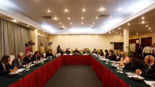 Des observateurs étrangers en conférence avec le Comité national des élections ce samedi 28 juillet 2018 à la veille du scrutin. 220 observateurs de 52 pays sont annoncés.