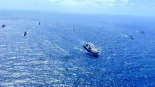 """英国""""伊丽莎白女王""""号航母与印度海军举行联合军演"""