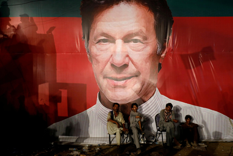 巴基斯坦街頭伊姆蘭•汗大幅宣傳畫資料圖片