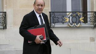 ژان ایو لودریان، دفاع فرانسه