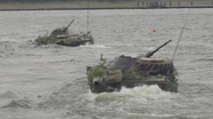Exercice «amphibie» à Bordusani le 16 juillet en présence de 1500 soldats roumains et 1000 américains.