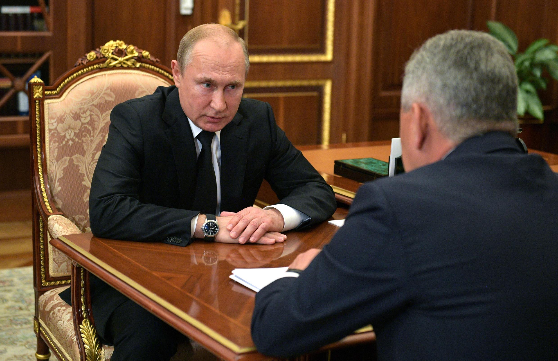 Совещание президента России Владимира Путина и министра обороны Сергея Шойгу после гибели 14 подводников в Баренцевом море