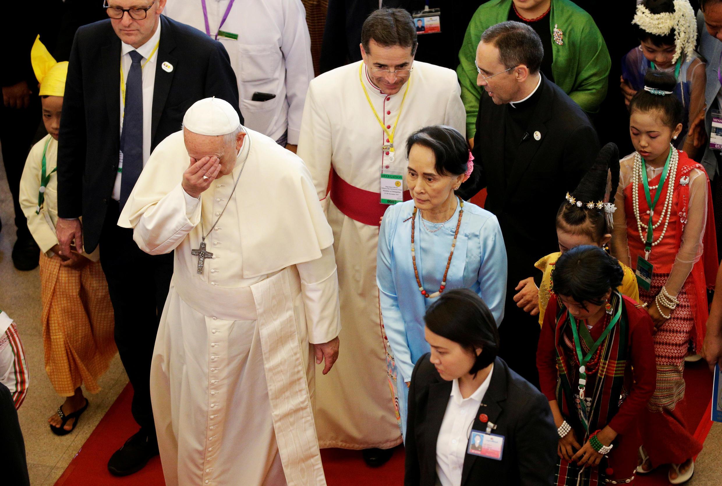 پاپ فرانسیس در کنار آنگ سان سوچی