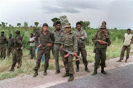 Un groupe de soldats cubains en appui à l'armée régulière angolaise, près de Cuito Cuanavale, le 29 février 1988.