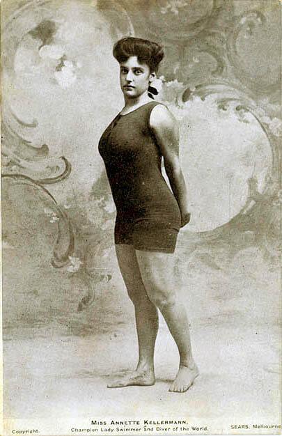 Актриса и пловчиха Аннетт Келлерман в купальном костюме, который долгое время считался откровенным