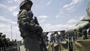 Askari wa Venezuela kuplekwa Táchira, kukabiliana na waandamanaji.