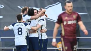 Los jugadores del Tottenham celebran su tercer tanto contra el Leeds, el 2 de enero de 2021 en Londres