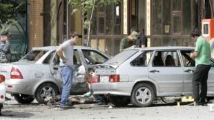 На месте взрыва в Грозном 6 августа 2012 г.