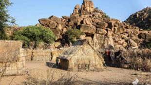Un village situé sur le flanc du Mont Nuba entre le Soudan et  le Soudan du Sud.