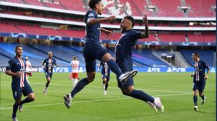 Mais uma vez decisivo e com excelente desempenho na Liga dos Campeões da Europa, Neymar foi exaltado por companheiros de equipe, torcedores e imprensa.