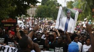Une marche blanche en mémoire à Adama Traoré, habitant de Beaumont-sur-Oise, le 22 juillet.