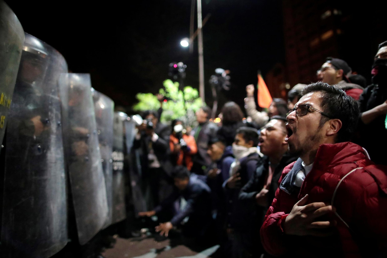 Apoiantes do candidato presidencial boliviano Carlos Mesa protestam em La Paz, na Bolívia, a 21 de Outubro de 2019.