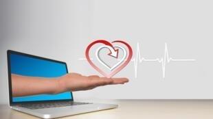 Santé connecté - Ordinateur - Santé en ligne - heart-3689233