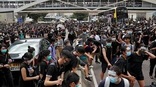 香港 示威者封锁道路,要求香港领导人下台并撤回引渡法案 2019年6月21日