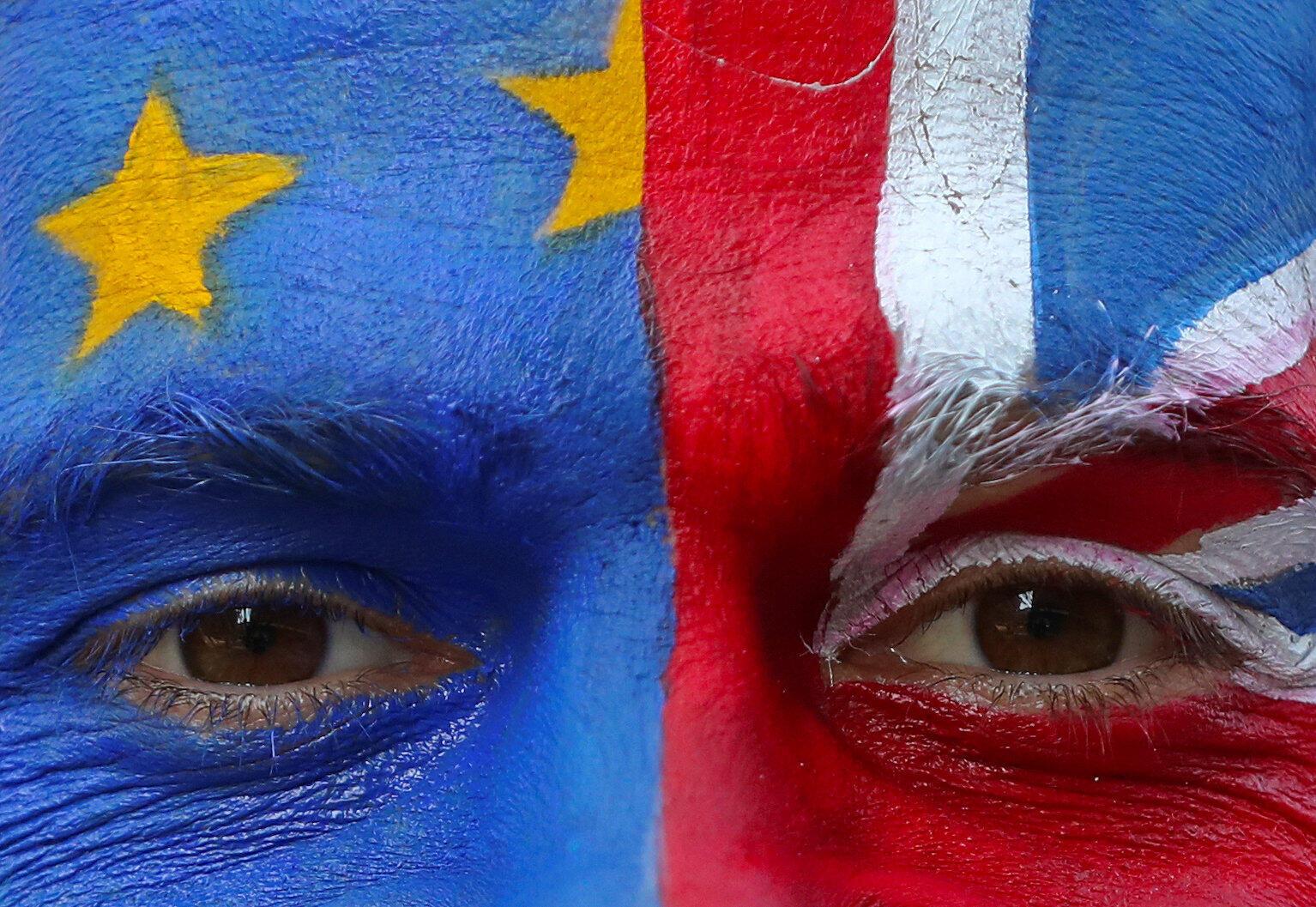 União Europeia aceita adiar o Brexit. Os britânicos têm duas opções de data para deixar o bloco: 12 de abril ou 22 de maio.