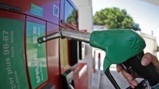A demanda mundial de petróleo em 2013 será menor do que o previsto anteriormente, afirma a AIE.