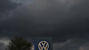 В Германии открыто предварительное следствие по поводу обвинений против Volkswagen.